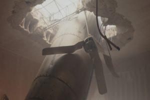 """טיל פוגע בבניין, תמונה מתוך """"מתחת לצל"""" // Under the Shadow"""