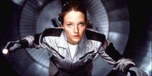 """אלי ארווי במסע למפגש עם חייזרים. המכשירים מקליטים? קונטקט (1997, ארה""""ב), מאת הבמאי רוברט זמקיס (Robert Zemeckis)"""