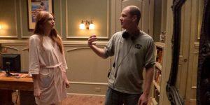 """פלנגאן לצד השחקנית קארן גילאן (Karen Gilan), על הסט של """"השער"""""""